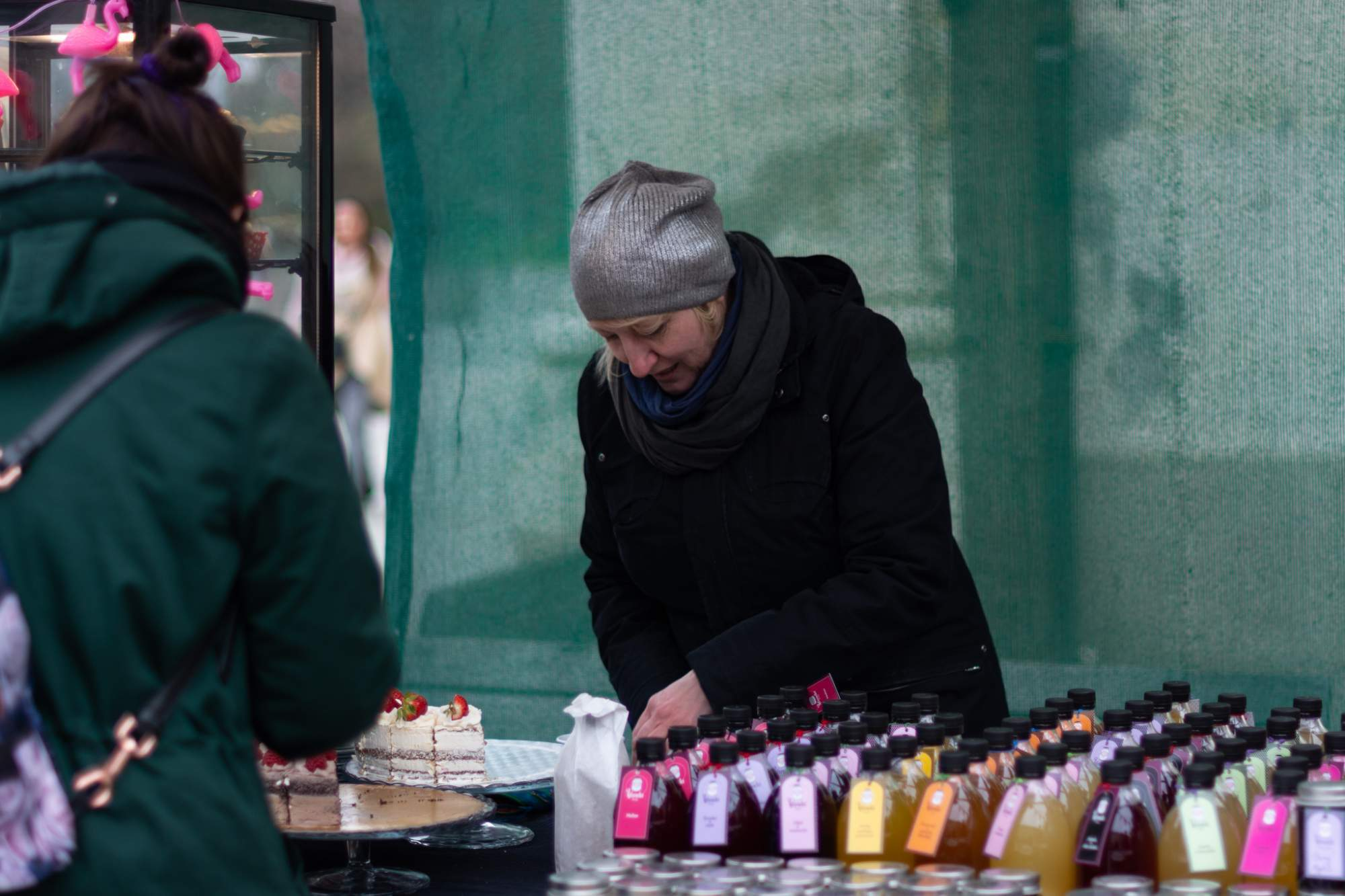 Lenka Heřmanová prodávala výrobky svých kamarádek. Foto: Anna Viktorinová