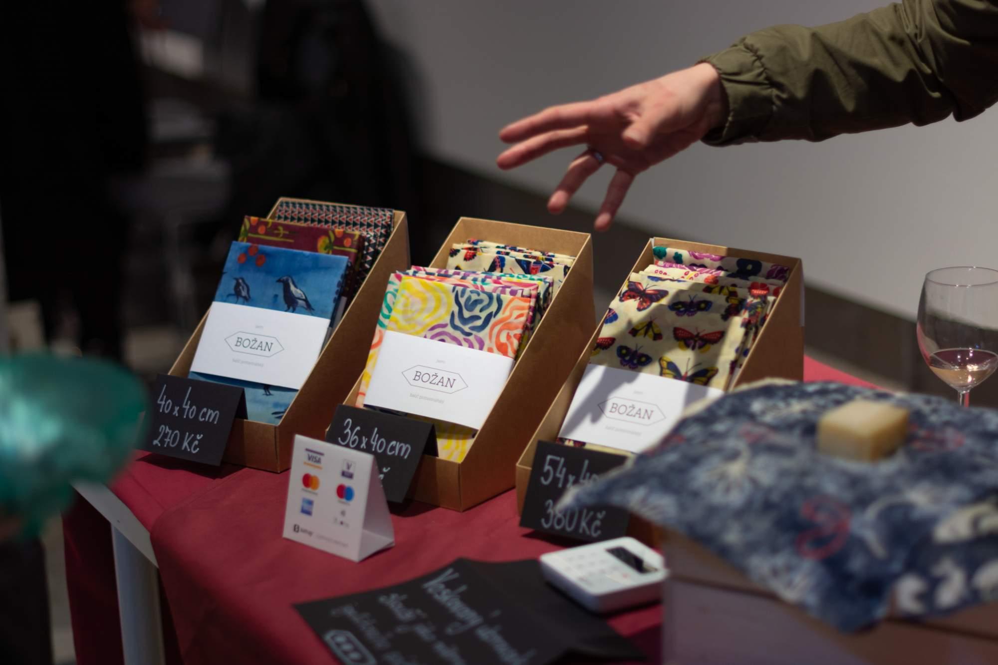 Kateřina Raspopčeva prodávala alternativu igelitových sáčků. Foto: Anna Viktorinová
