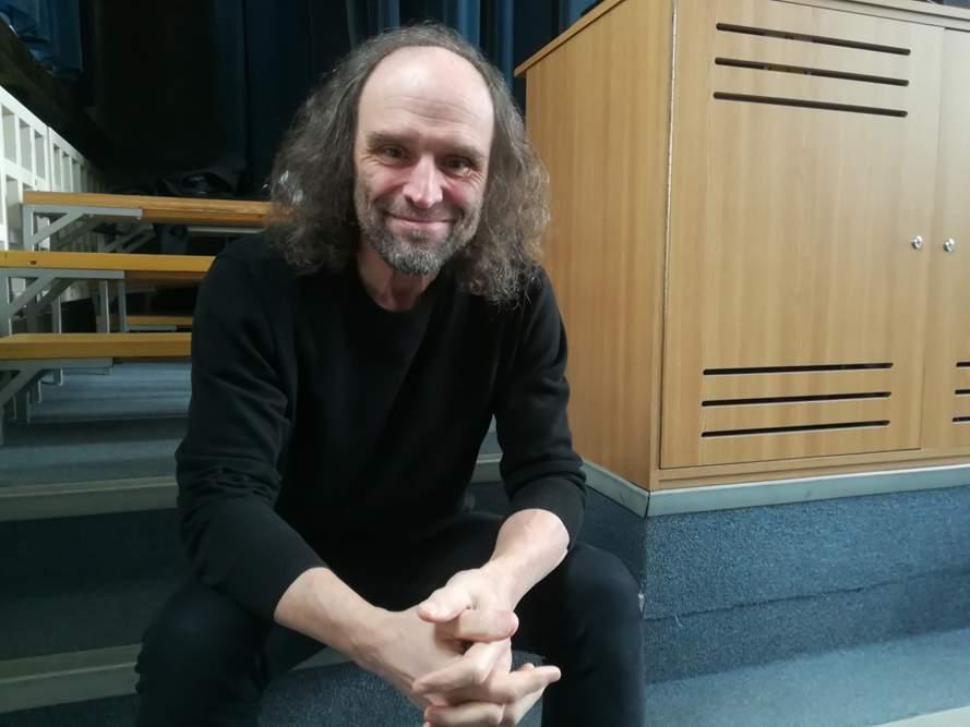 Zdeněk Papoušek v aule Biskupského gymnázia v Brně. Foto: Anna Viktorinová