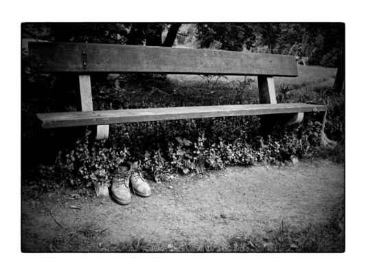 Keywords: Průhonice;boty;lavička;park