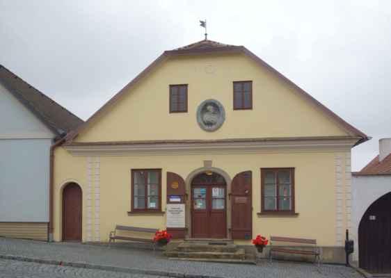 Havlíčkova Borová a rodný dům K. H. Borovského, kde bylo v roce 1931 slavnostně otevřeno muzeum. V současné době je zde stálá expozice věnovaná životu a dílu slavného rodáka. Dále je ve výstavních prostorách umístěna expozice věnující se rodáku S/Ldr Josefa Stránského, DFC a padlým příslušníkům 311. peruti RAF z Vysočiny.