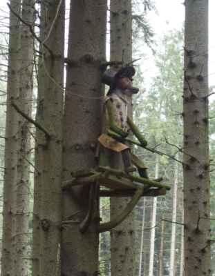 A další dřevěná socha. Tady se tedy dokáží vyblbnout :o)))