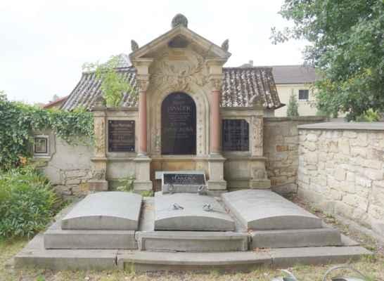Jak je vidět, evangelický hřbitov tu funguje již více jak sto let...