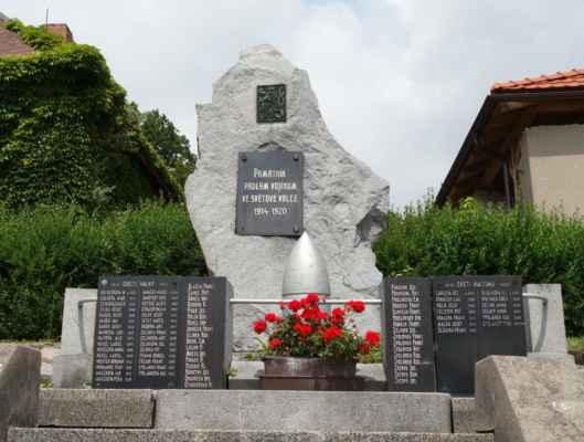 ...a památník padlým v 1. a 2. SV.