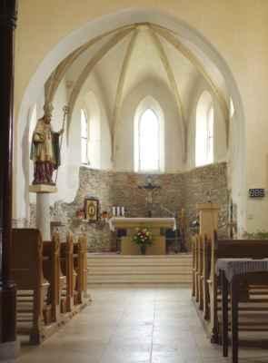 Do kostela se dalo nahlédnout. Jak je vidět, probíhají tu zrovna drobnější opravy.