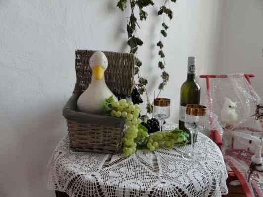 sv. Martin - 11. listopadu - svátek spojen s hody - svatomartinská husa, svatomartinské víno Dle pranostik přijíždí sv. Martin na bílém koni