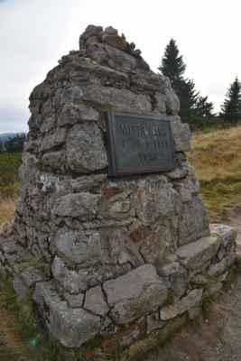 Hančův pomník.