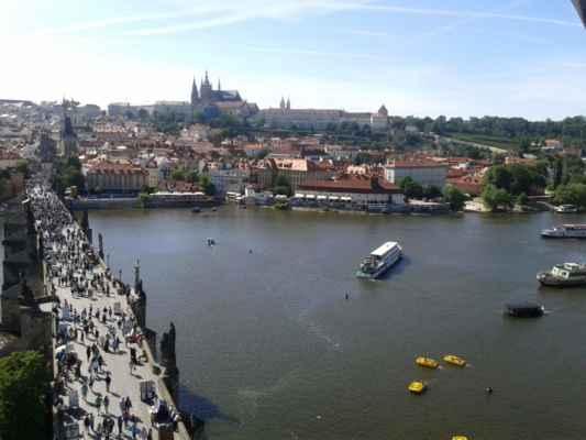 Praha - Staroměstská mostecká věž - výhled z věže na Karlův most a Pražský hrad