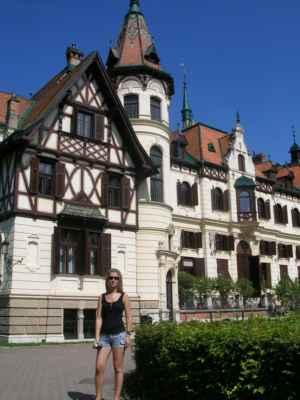 Zámek Lešná je někdejší šlechtické sídlo hrabat Seilernů, do dnešní podoby přestavěný v letech 1887-1894 v historizujícím slohu. Nachází se ve Štípě, místní části Zlína, v areálu zoologické zahrady. V současné době je v majetku města Zlína. Zámecký mobiliář patří Národnímu památkovému ústavu. Historie zámku Lešná je často spojována s historii hradu Lukova, který od roku 1724 patřil rodu Seilernů. Hrad chátral a v roce 1793 byl už zcela neobyvatelný. Proto si Seilernové našli nové místo pro stavbu pohodlnějšího reprezentativního sídla v Lešné.