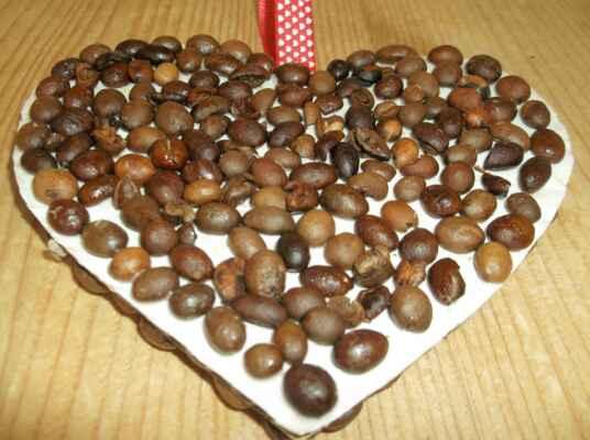 srdce z kávových zrn