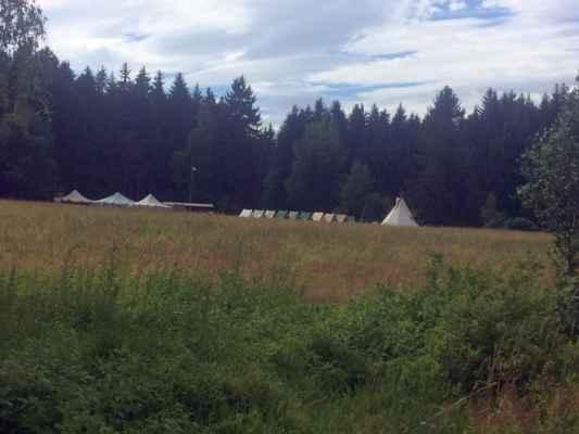 Skautský tábor u rybníka
