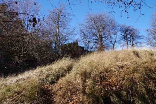 na západním okraji stožeckého hřbetu je skalisko zvané konopáč...
