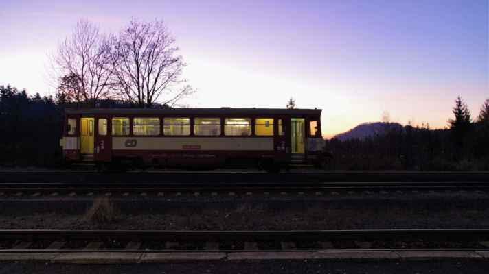 pohled od nádraží k malému stožci...