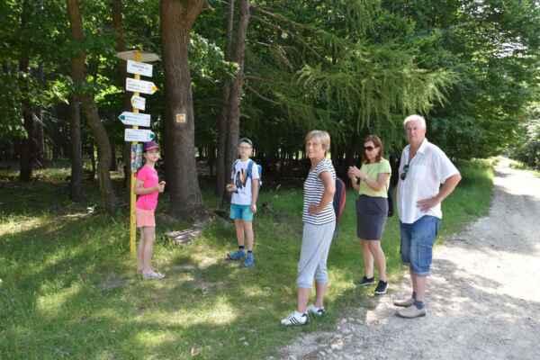 Zlatnická dolina 05.júl - Vytiahol som návštevu na našu veľhoru Čupy. Toto je prestávka a ide sa ku Kamennej búde.