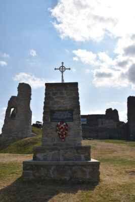 Branč 22.júl - Pomníček ako spomienka na vezňov čo boli odsúdení za svoju vieru v rokoch 1674 - 1675.