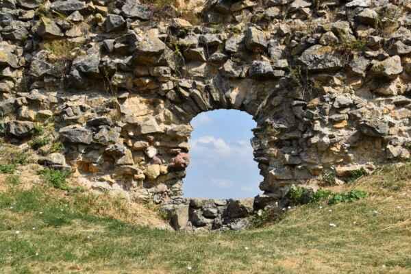 Branč 22.júl - Jedno z množstva okien na hrade.