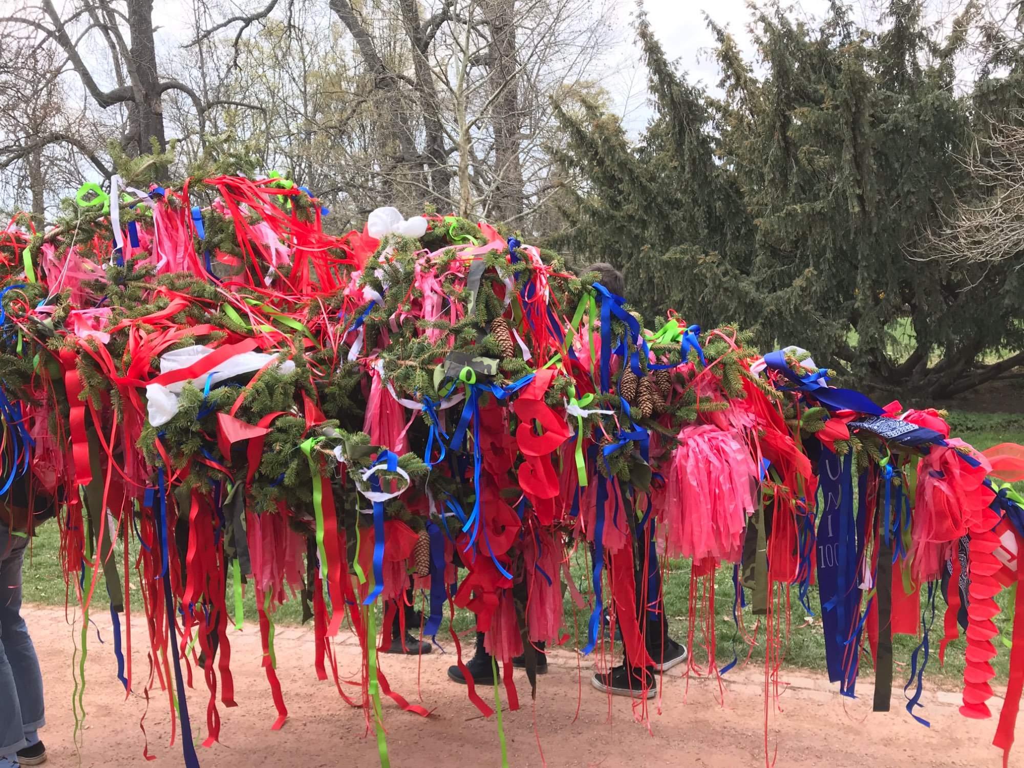 Letošní májka je zbarvená zejména do červena. Foto: Vendula Kocandová