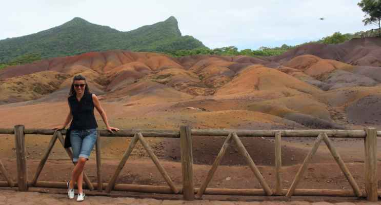 barevné písky - nerovnoměrné chladnutí roztavené lávy