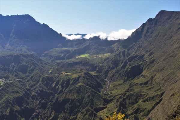 sopečný vrchol le Maido, ze kterého jsou úžasné výhledy
