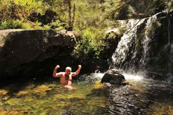 a koupel v přírodních jezírkách