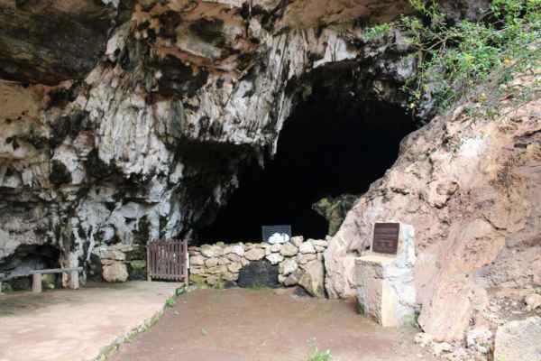 součástí areálu je i jeskynní komplex
