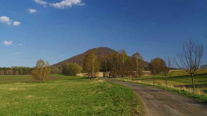 růžovský vrch, lidově zvaný růžák (německy rosenberg) je nejen nejvyšším bodem národního parku české švýcarsko, ale celého českosaského švýcarska...