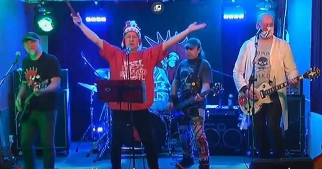 Online koncert kapely E!E. Foto: screen z Youtube