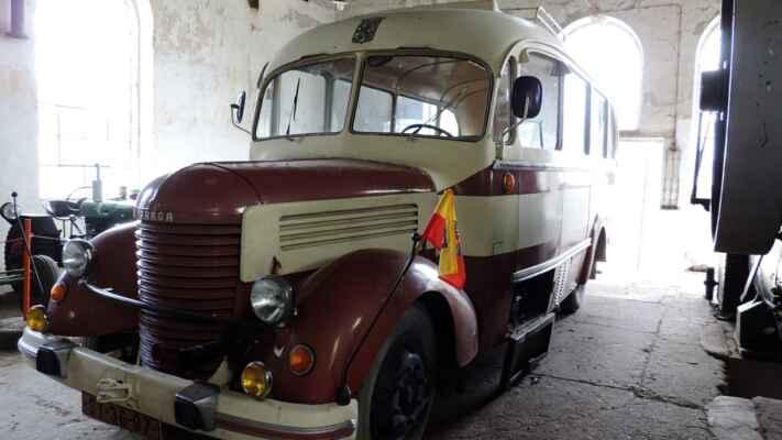 Další Praga z typu RN. Tento autobus prý účinkoval v seriálu Četnické humoresky.
