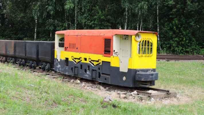 Důlní lokomotiva pro tahání huntů ve štolách.