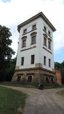 Torzo Nového zámku u Lanškrouna. Byl jsem tu již podruhé a opět nikde nikdo. Myslel jsem, že o prázdninách by mohlo být otevřeno.