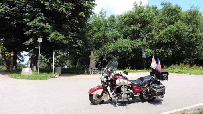 A bylo hezky, tak jsem to vzal směr Orlické hory. Tady je hraniční přechod Mladkov-Kamienczyk.