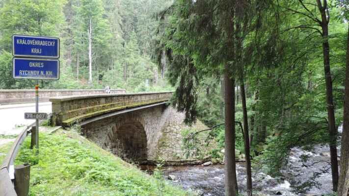 Most byl zbudován v letech 1900 - 1903.