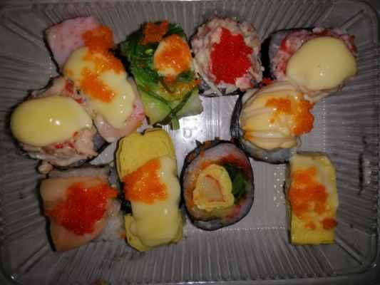 Sushi z tržiště 10 ks za 35,-Kč.