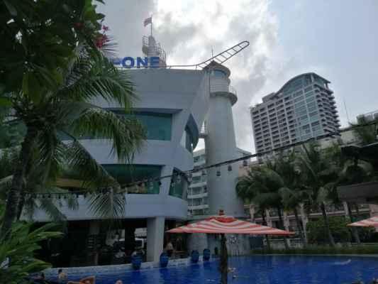 Hotel A-one ve tvaru lodě.