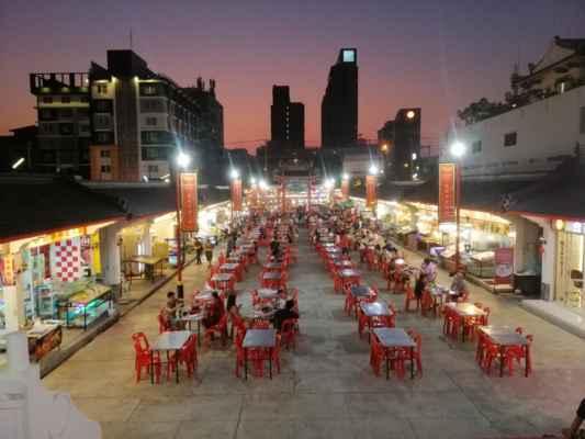 Večer na procházce. Čínská restaurace.