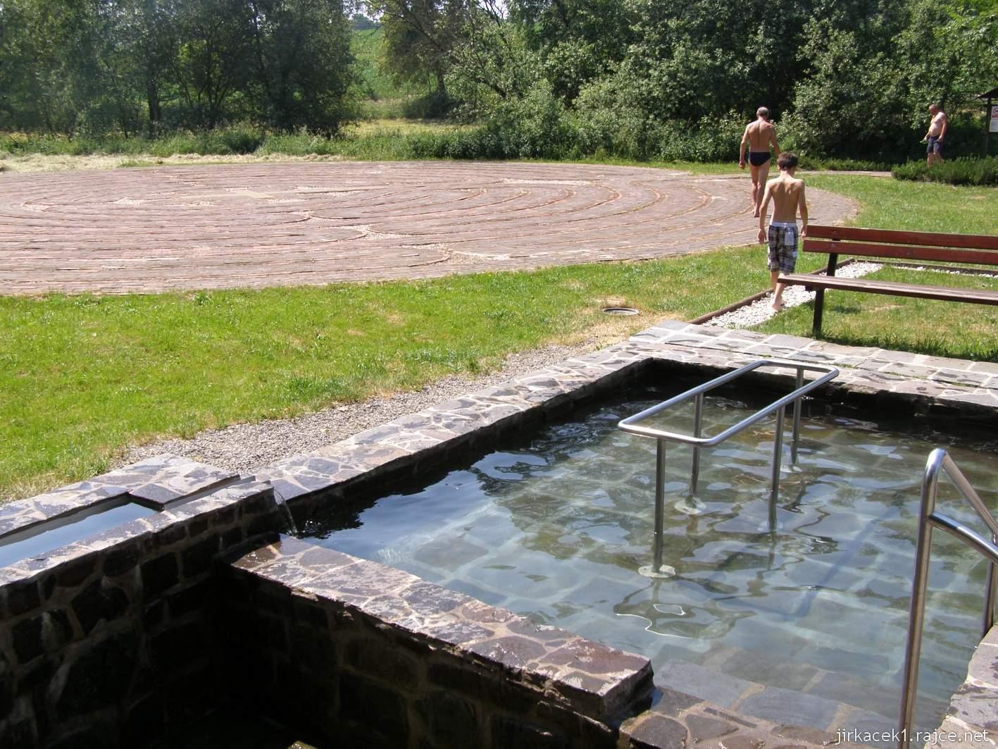 Bělá - Priessnitzovy přírodní lázně 09 - koupací bazén a Křesťanský labyrint