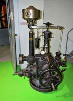 mechanický regulátor pro ovládání lopat rozváděcího kola Francisovy turbíny