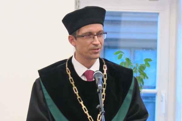 Děkan Stanislav Balík při proslovu. Foto: Jana Tomalová
