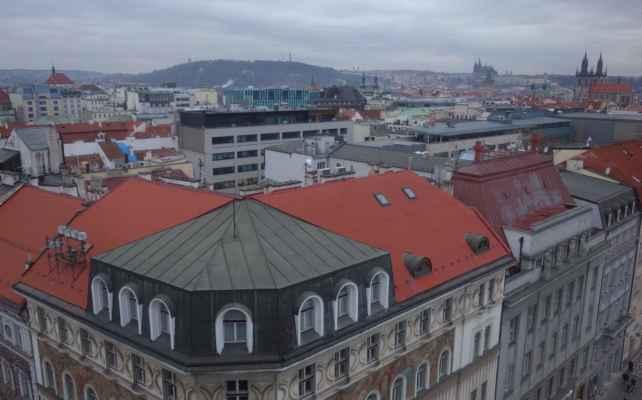 Z rohových oken věže se nám naskytly úžasné výhledy na Prahu. Tohle fakt stálo za návštěvu.