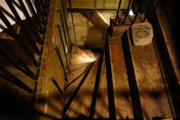 Na věž jsem jely výtahem, dolů jsme šly ale pěšky.