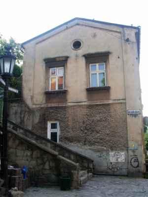 Cieszyn... V polském Těšíně u Mlýnské brány ležel jednou ráno na schodech kondom a bílé krajkové kalhotky.