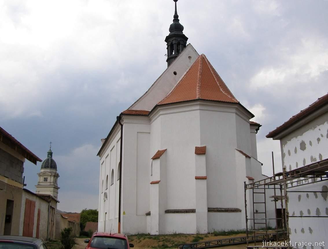 Dolní Kounice - Chrám svaté Barbory (lidově Barborka, dříve kaple svatého Fabiána a Šebestiána) - zadní pohled