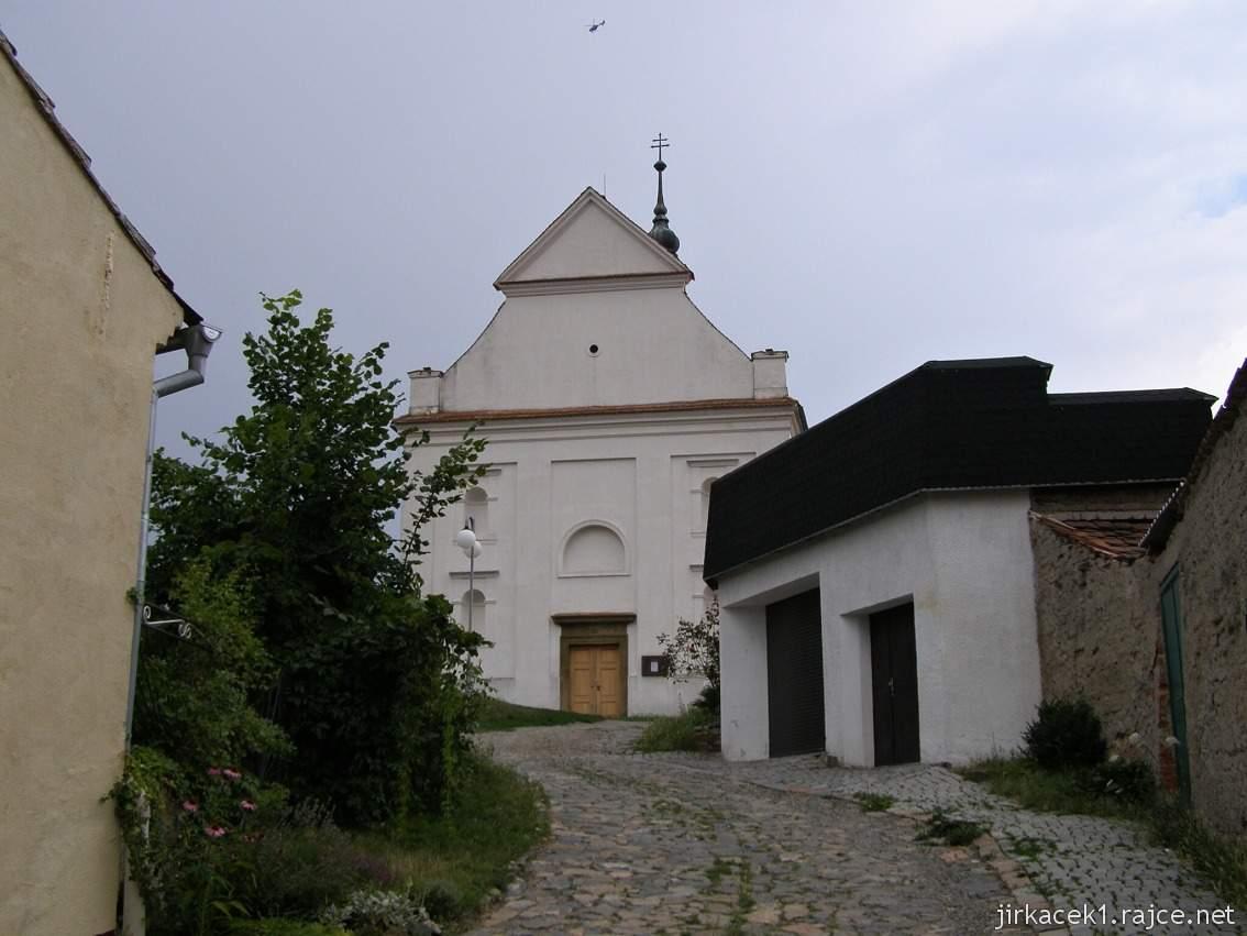 Dolní Kounice - Chrám svaté Barbory (lidově Barborka, dříve kaple svatého Fabiána a Šebestiána) - čelní pohled