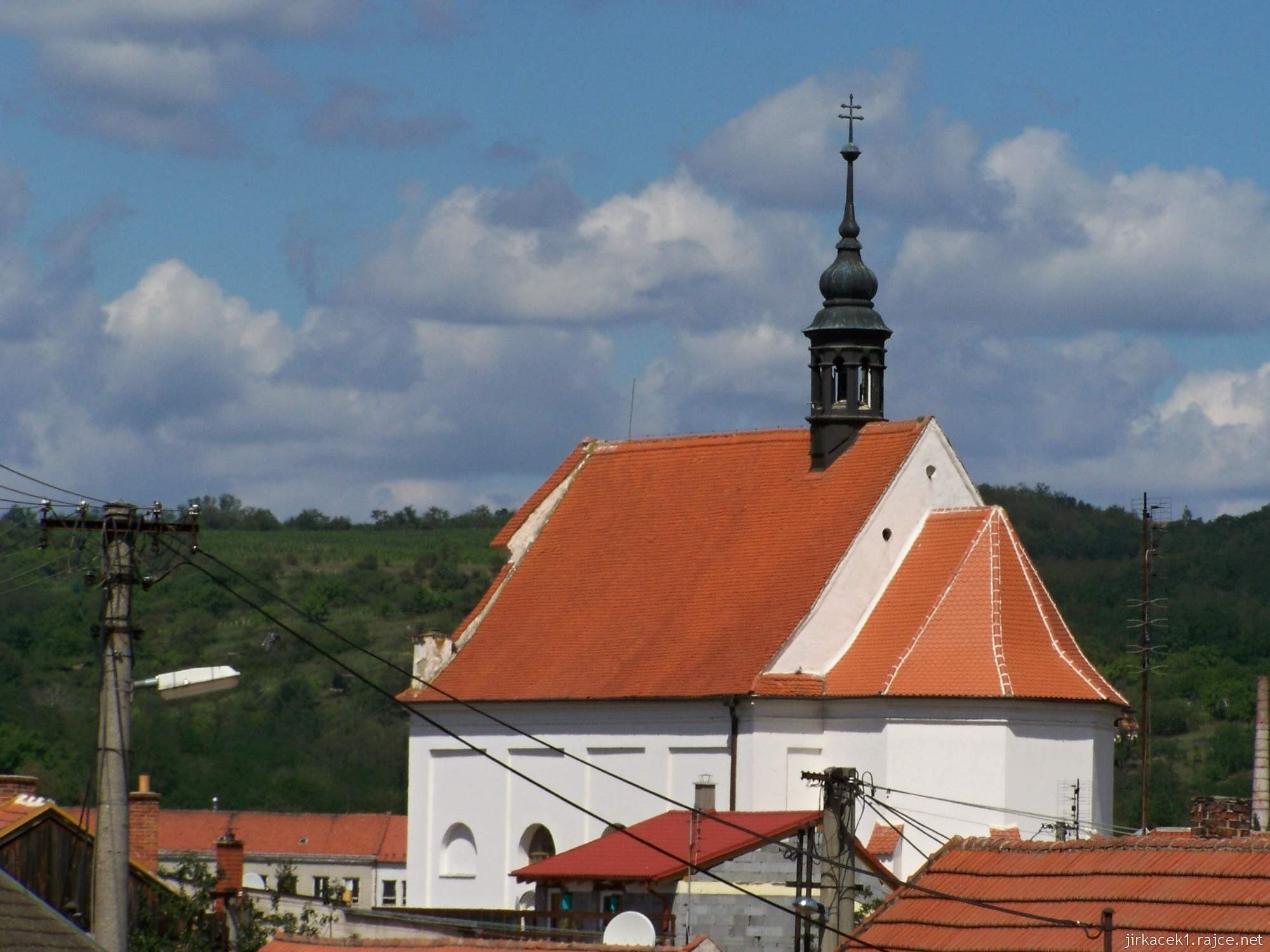 Dolní Kounice - Chrám svaté Barbory (lidově Barborka, dříve kaple svatého Fabiána a Šebestiána) - pohled z dálky