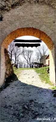vstupní brána opravená.....