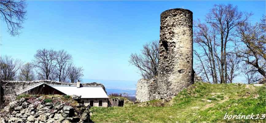 mimochodem, hrad nebyl nikdy dobyt i když byl dlouho obléhán husity....