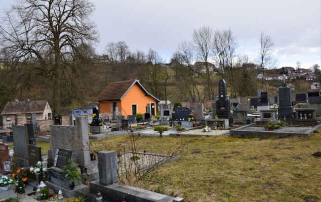 Lhotka - hřbitov